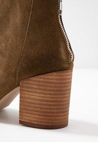 Steve Madden - JAMESIE - Ankle boots - chestnut - 2