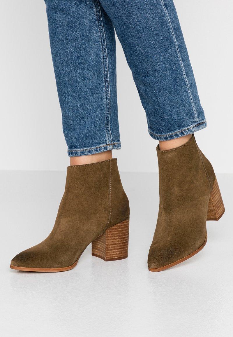 Steve Madden - JAMESIE - Ankle boots - chestnut