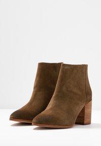 Steve Madden - JAMESIE - Ankle boots - chestnut - 4