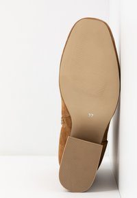 Steve Madden - ROXTER - Classic ankle boots - cognac - 6