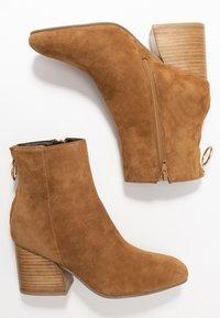 Steve Madden - ROXTER - Classic ankle boots - cognac - 3