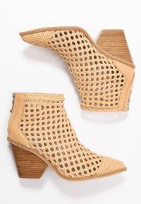 Steve Madden - TIVOLI - Ankle boot - nude - 3