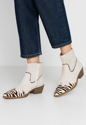 PHILIPPA - Ankle boots - black/white