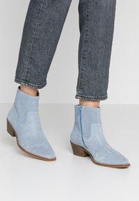 Steve Madden - PHILIPPA - Boots à talons - light blue - 0