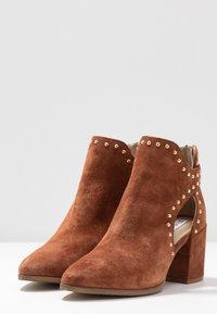 Steve Madden - JUSTINE - Boots à talons - rust - 4