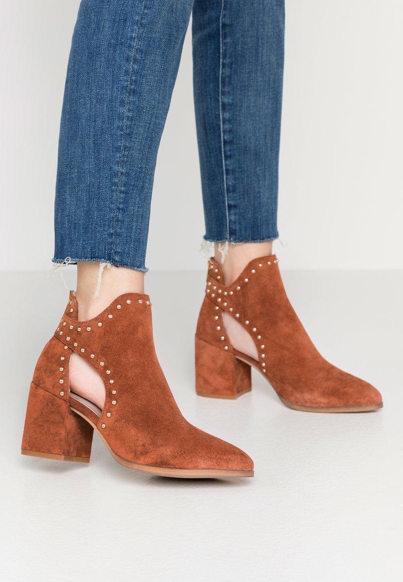 Steve Madden - JUSTINE - Boots à talons - rust