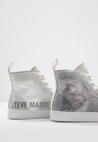 Steve Madden - CRISTO - Sneakersy wysokie - white/multicolor - 5