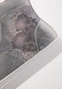 Steve Madden - CRISTO - Sneakersy wysokie - white/multicolor - 6