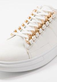 Steve Madden - HUSTLE - Zapatillas - white - 5
