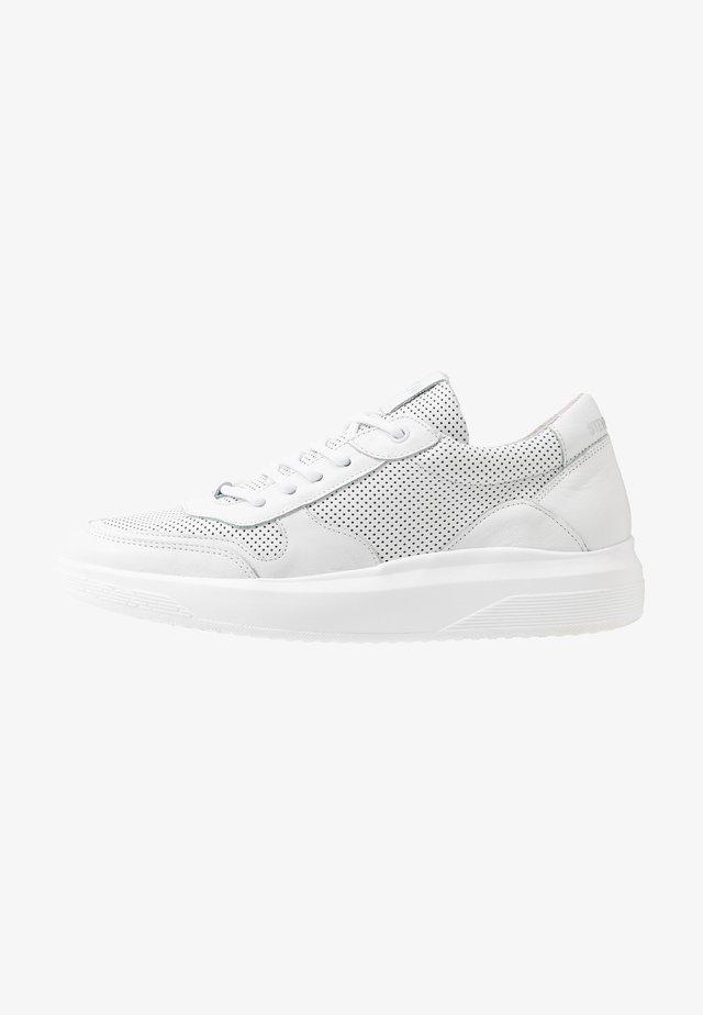 FRANKLO - Sneaker low - white