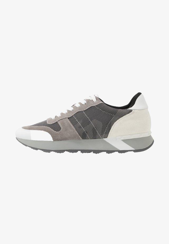 PERPLEX - Sneakers - white