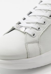 Steve Madden - ALEX - Trainers - white/yellow - 5