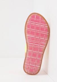 Steve Madden - Sandalias - neon pink - 5
