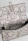 Steve Madden - BHAUTE - Across body bag - natural