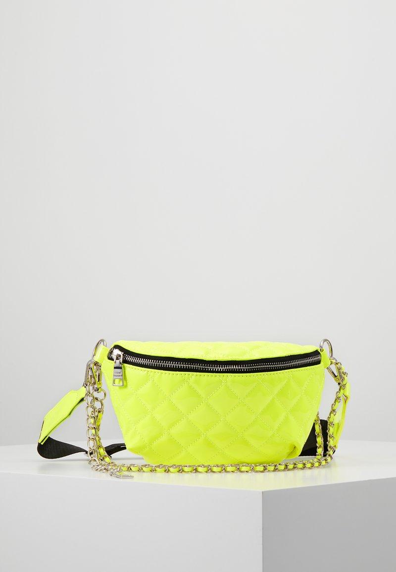 Steve Madden - BELT BAG - Bältesväska - neon yellow