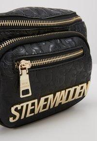 Steve Madden - BBRELL - Håndveske - black - 2