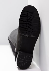 Stuart Weitzman - Over-the-knee boots - black - 6