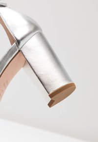 Stuart Weitzman - Sandals - metallic - 2