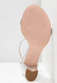 Stuart Weitzman - Sandals - metallic - 6