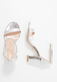Stuart Weitzman - Sandals - metallic