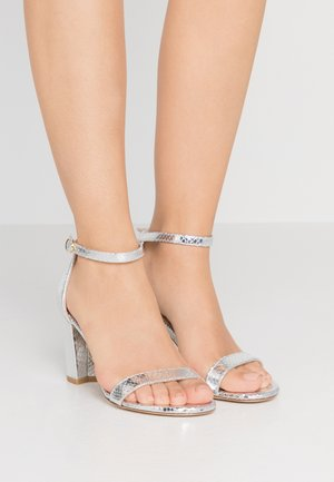 Sandals - metallic