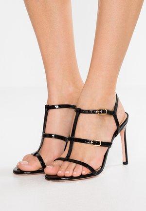 LYRIC - Korolliset sandaalit - black