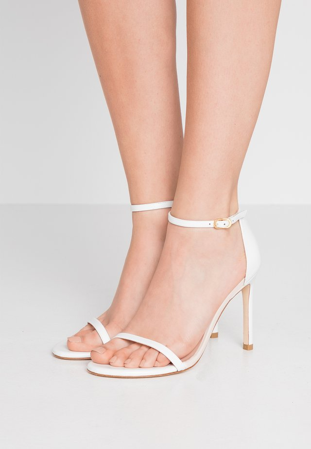 NUDISTSONG - Sandály na vysokém podpatku - white
