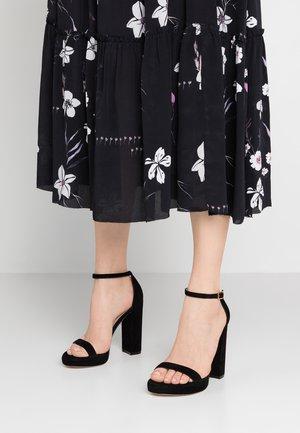 NEARLYNUDE - Korolliset sandaalit - black