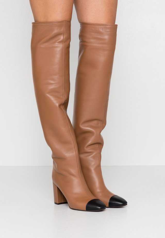 KIMBERLEY - Overknee laarzen - cappucino/black