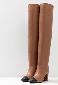 Stuart Weitzman - KIMBERLEY - Over-the-knee boots - cappucino/black - 4