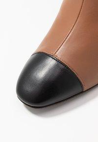 Stuart Weitzman - KIMBERLEY - Over-the-knee boots - cappucino/black - 2