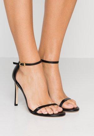 NUDISTSONG - Korolliset sandaalit - black dress