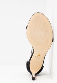 Stuart Weitzman - NUDIST DISCO - Korolliset sandaalit - black - 6