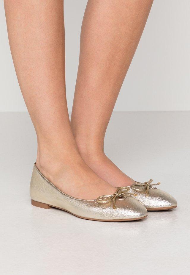 GABBY FLAT - Ballet pumps - platino