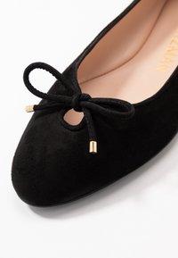 Stuart Weitzman - GABBY FLAT - Ballet pumps - black - 2