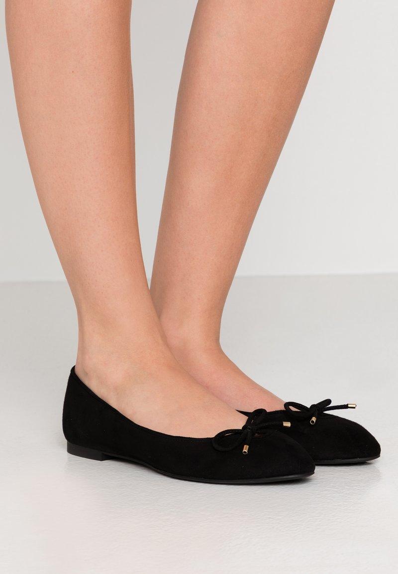 Stuart Weitzman - GABBY FLAT - Ballet pumps - black