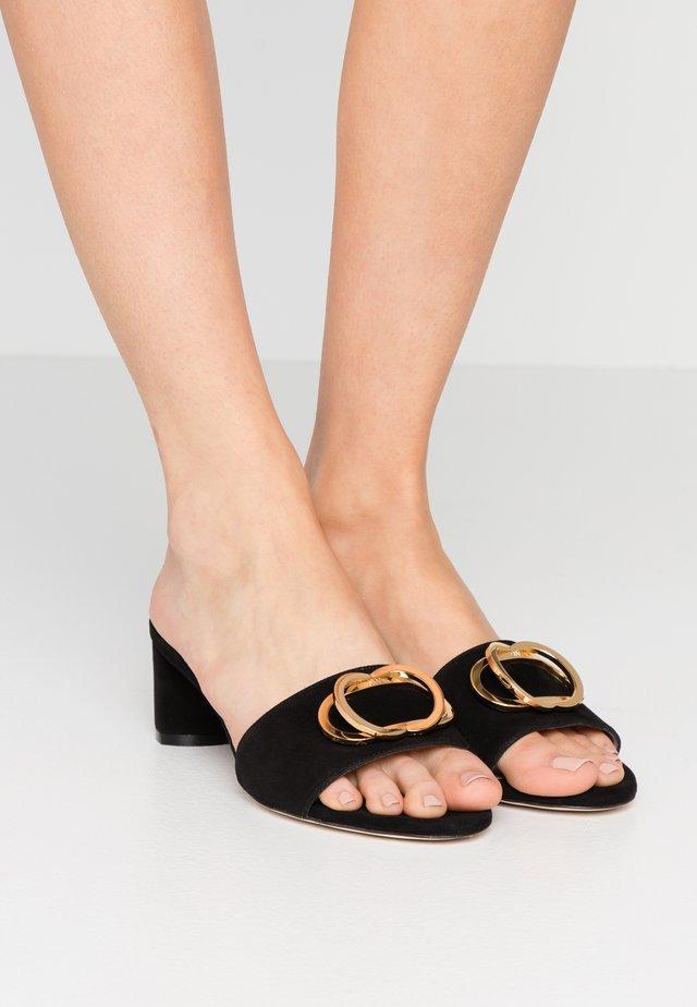 EVETTA - Pantofle na podpatku - black