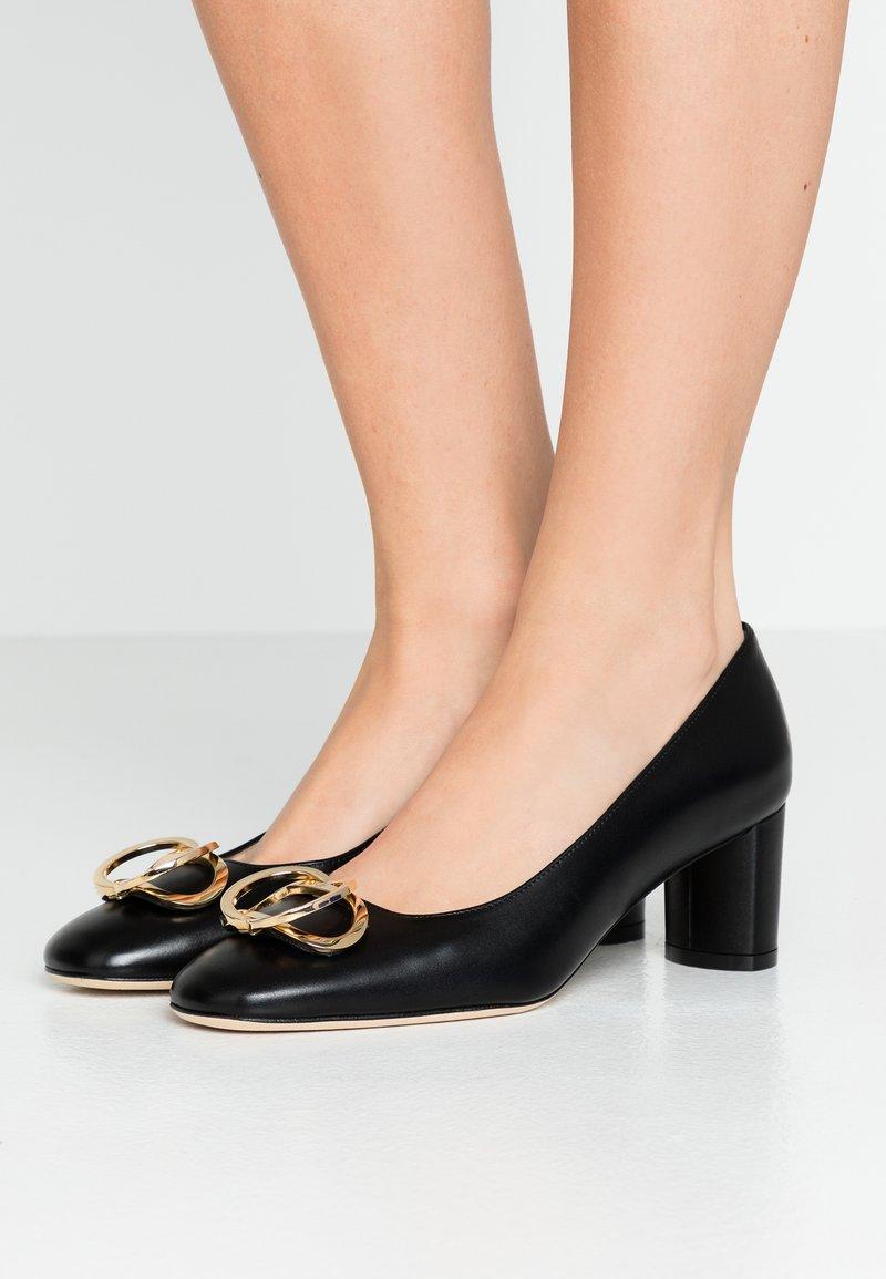 Stuart Weitzman - ANICIA  - Classic heels - black