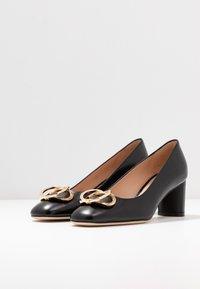 Stuart Weitzman - ANICIA  - Classic heels - black - 4