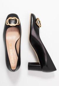 Stuart Weitzman - ANICIA  - Classic heels - black - 3