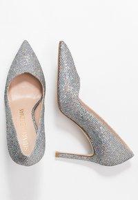 Stuart Weitzman - ANNY - High heels - aurora - 3