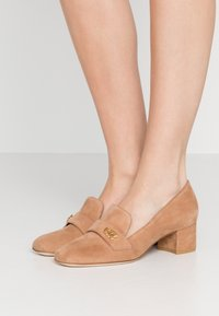 Stuart Weitzman - RIELA  - Classic heels - tan - 0