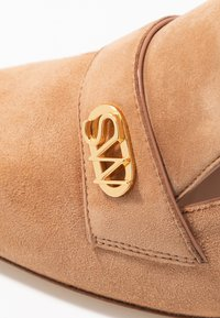 Stuart Weitzman - RIELA  - Classic heels - tan - 2