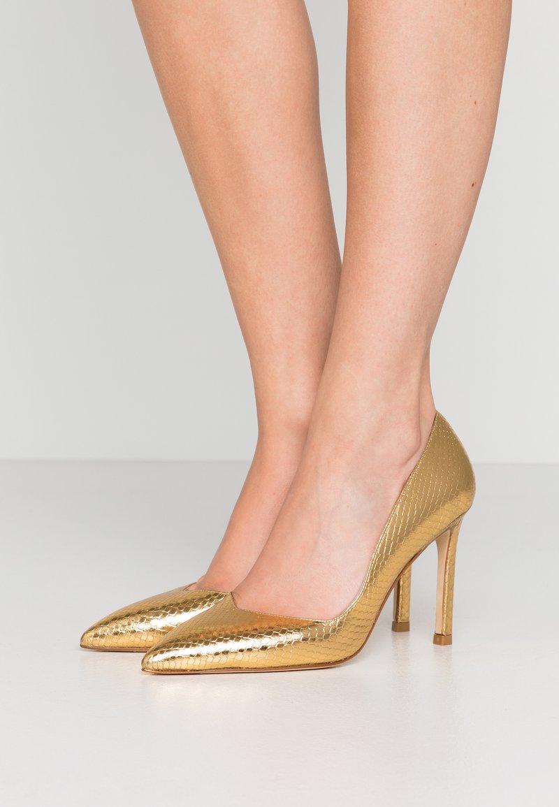 Stuart Weitzman - ANNY - Zapatos altos - gold