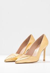 Stuart Weitzman - ANNY - Zapatos altos - gold - 4