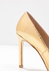 Stuart Weitzman - ANNY - Zapatos altos - gold - 2