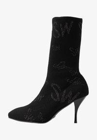Stuart Weitzman - VIOLETTA LOGO - High heeled boots - black - 1