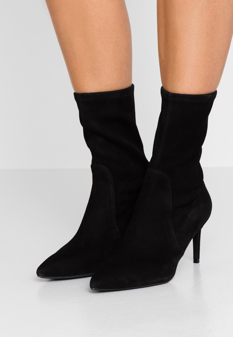 Stuart Weitzman - WREN - Classic ankle boots - black