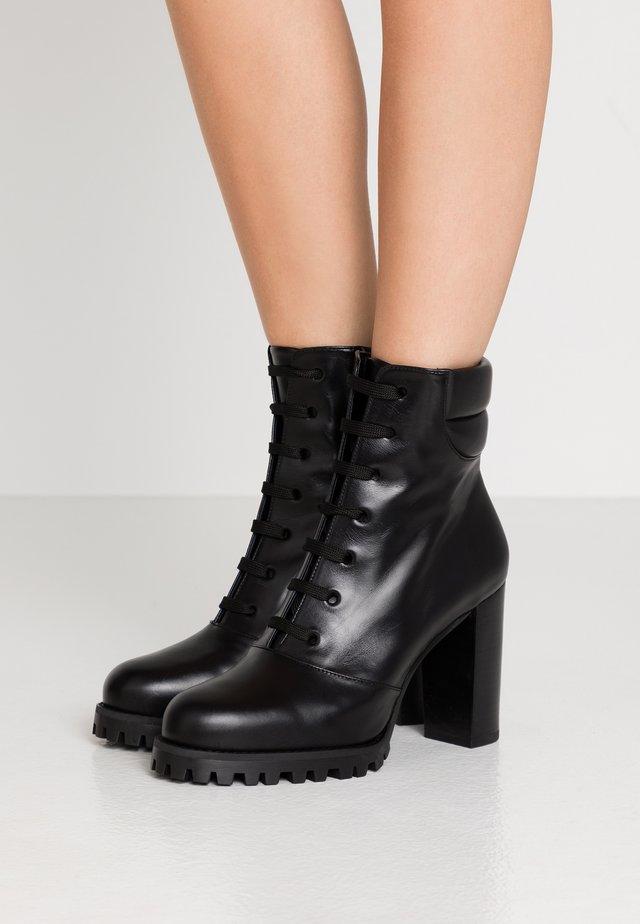 CYLER - Kotníková obuv na vysokém podpatku - black