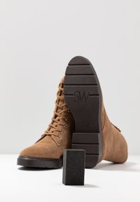 Stuart Weitzman - MCKENZEE - Lace-up ankle boots - coffee - 7